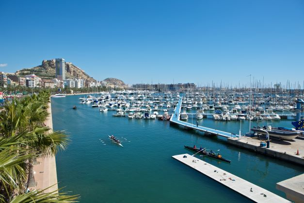 TOURISM AND SHOPPING IN THE MEDITERRANEAN: ONLY EUROS? OH WAIT!
