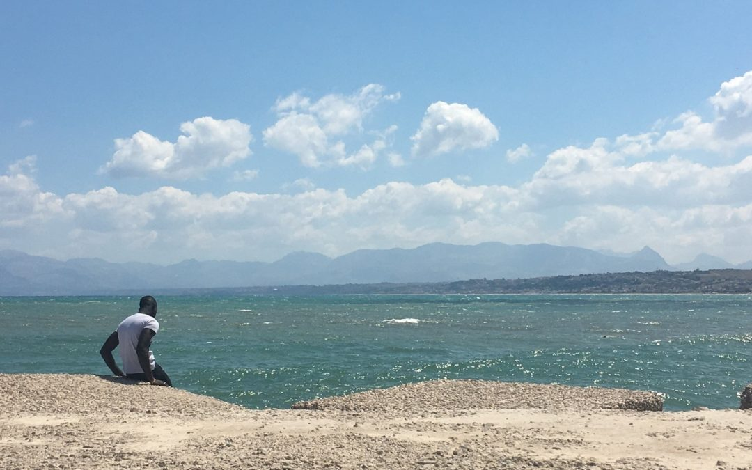 """E il naufragar m'è dolce in questo mar."" The Mediterranean Sea as told by TV and Social Networks"